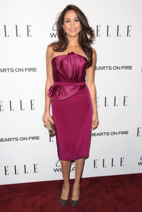 Вечернее платье благородного цвета идеально дополнило образ девушки, январь 2013 год.