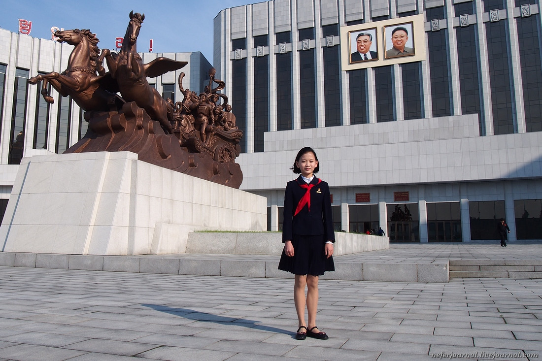 Дворец  пионеров в Пхеньяне. Северная Корея