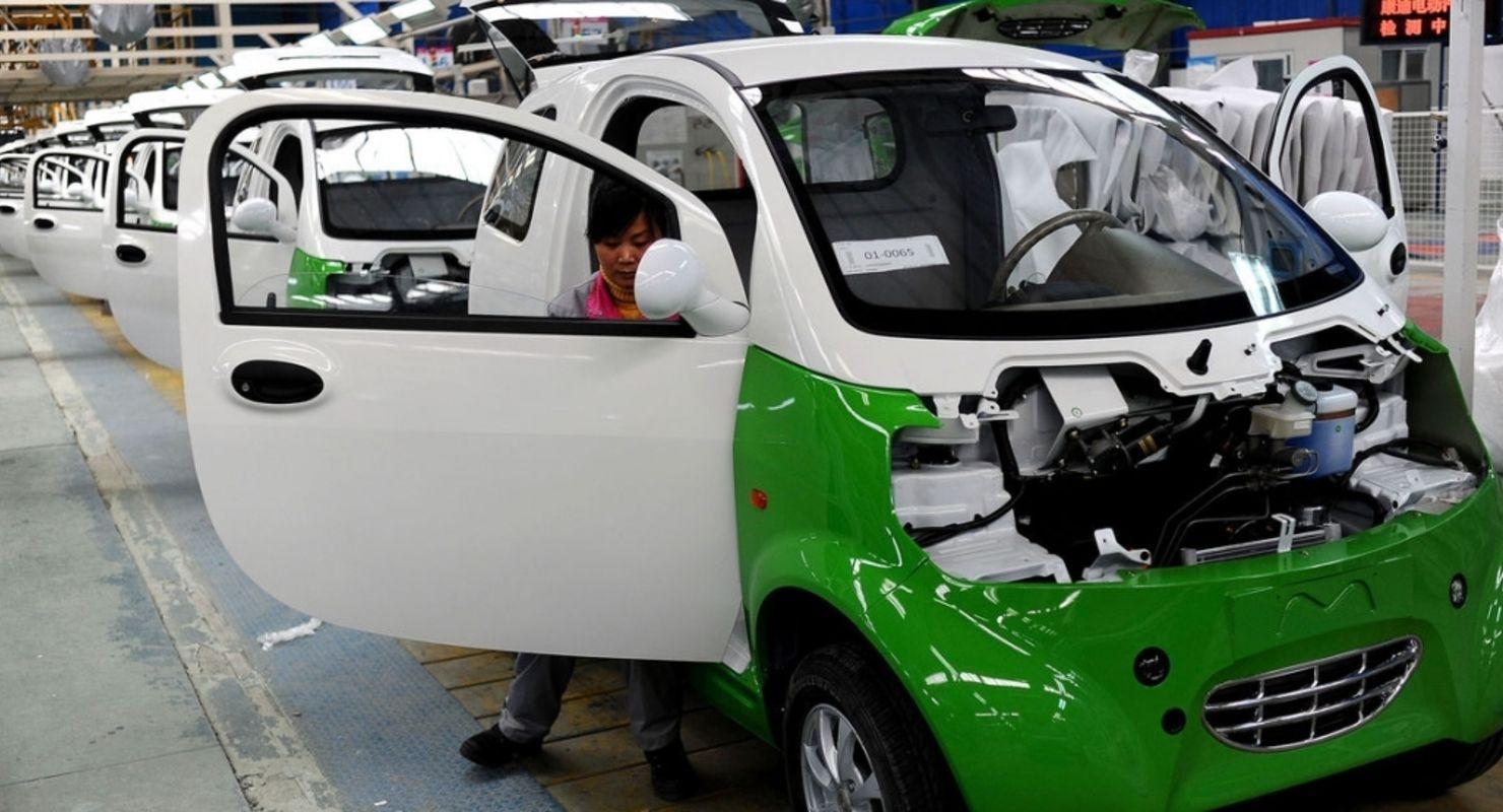 В новом году Китай уменьшит субсидии на покупку электромобилей и гибридов Автомобили