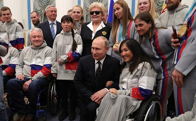 В Кремле вручены госнаграды победителям XII Паралимпийских зимних игр  -  НОВОСТИ НЕДЕЛИ