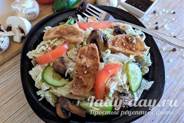 теплый тайский салат