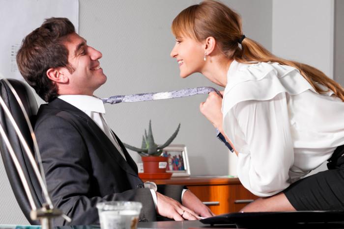 Как часто люди занимаются сексом на работе: комментарий социологов