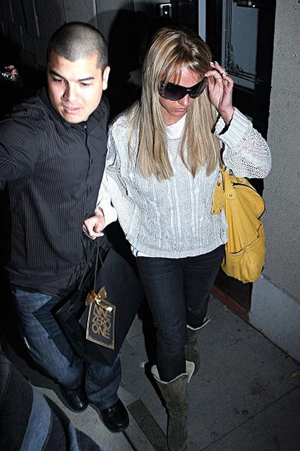 Бывший охранник Бритни Спирс рассказал, что ее заставляли принимать нейролептики Новости