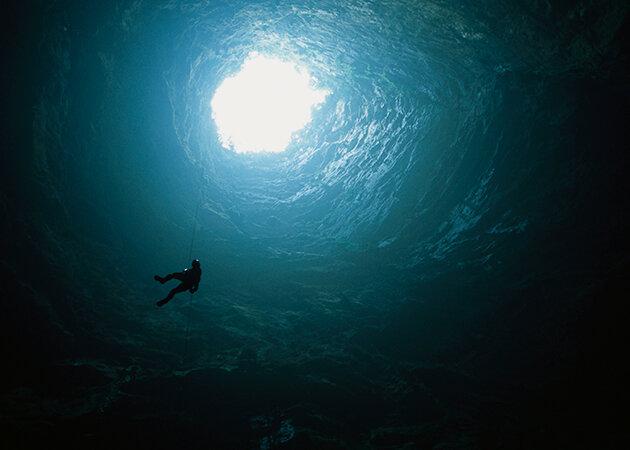 """""""Бездна в земле, куда поместится небоскреб"""": что увидели люди, когда попали в 400-метровую пещеру интересные факты,пещеры,путешествия,чудеса света"""