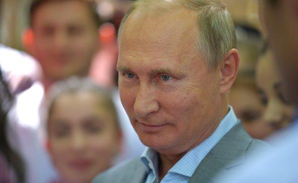 Путин продолжает принимать г…