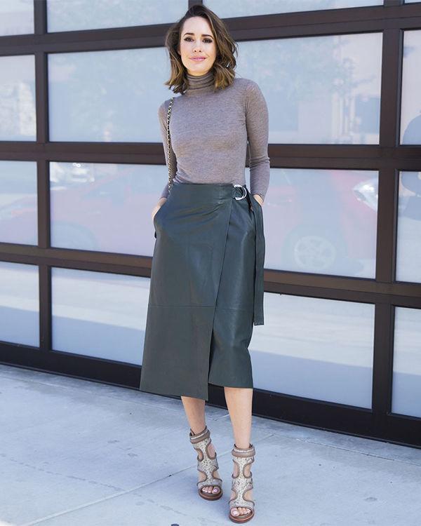 Фото кожаная юбка с запахом с бадлоном
