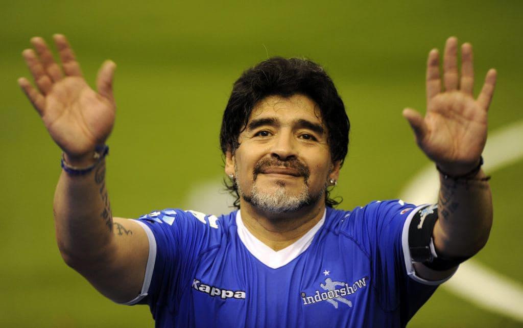 СМИ сообщают о смерти легендарного аргентинского футболиста Диего Марадоны. Ему было 60 лет.