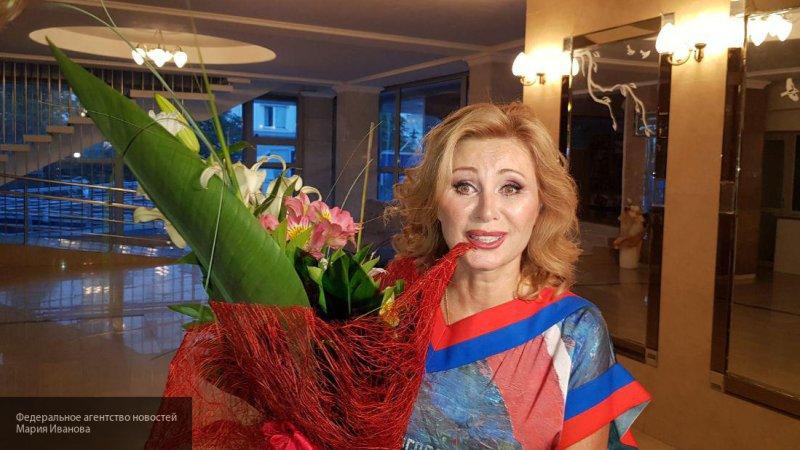 56-летняя Цыганова похвасталась идеальной фигурой в купальнике