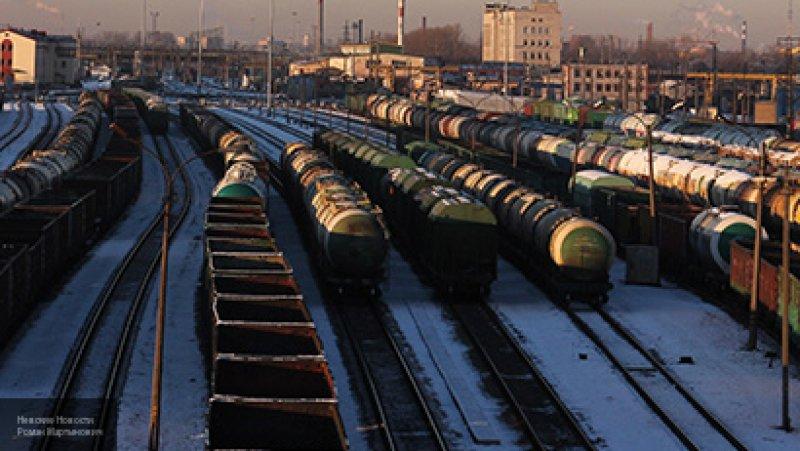 Девушка погибла после столкновения автомобиля с товарным поездом в Омске