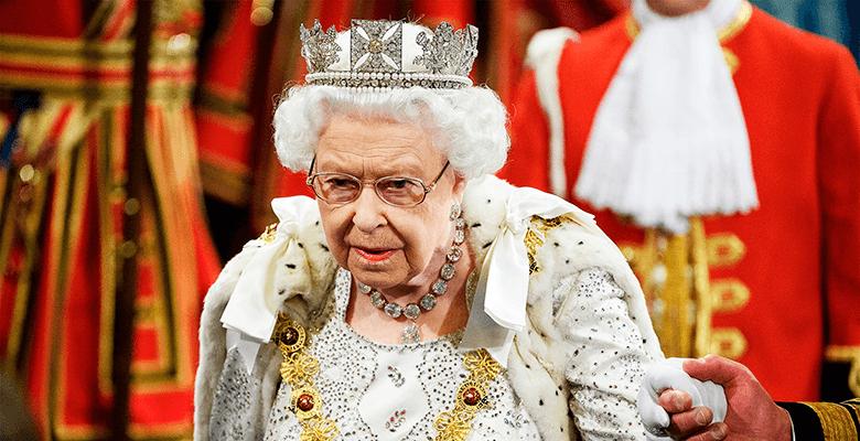 Елизавета II сменила корону на тиару