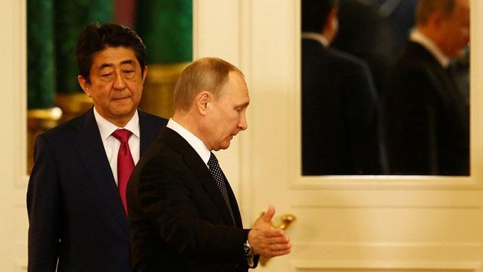 Премьер Японии готов к невозможному — вернуть Курилы за три года