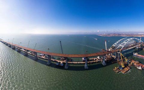 Автомобильное движение по Крымскому мосту запустят в мае