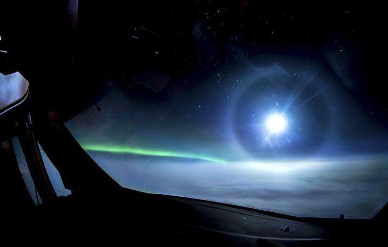 Землю видите? А ее нет! Снимок сделан над закрытым облаками Атлантическим океаном вид из кабины пилота, красиво, летчик, небо над нами, путешествия над Землей, фото из самолета, фотограф, фотографии