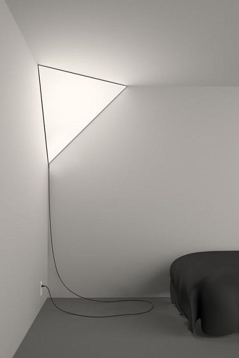 Светлая и интересная люстра треугольной формы, что западет в душу и точно Вам понравится.