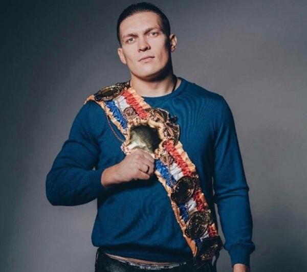 Боксёр Усик отказался защища…