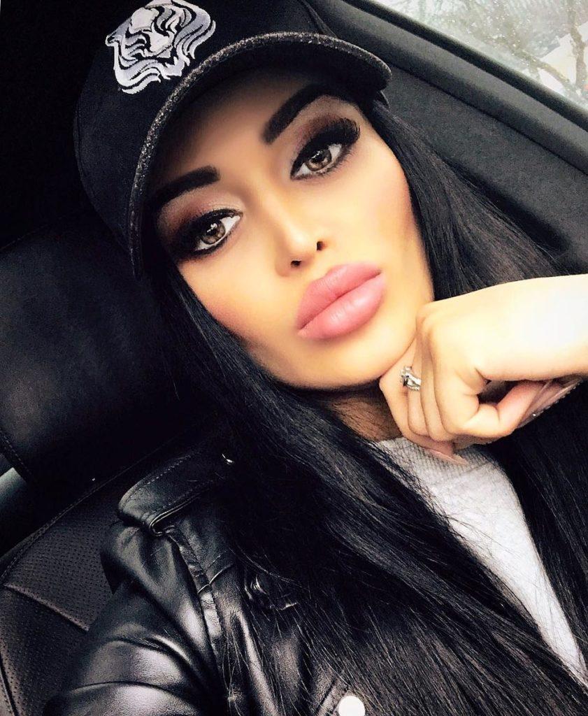 Девушки с огромными губами