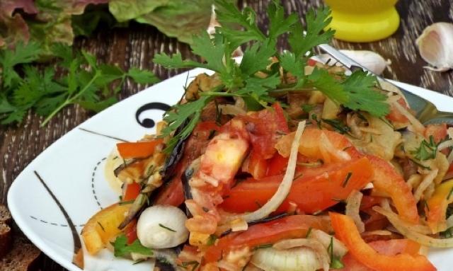 Отменный салат с баклажанами и острой заправкой