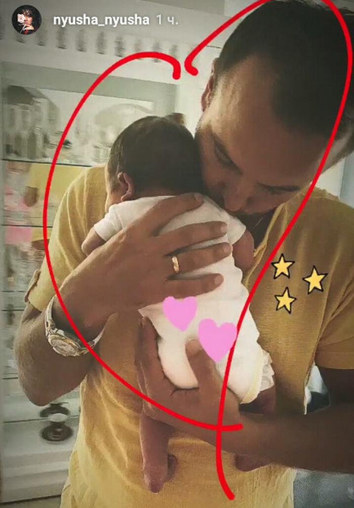 Певица Нюша впервые показала новорожденную дочь целиком
