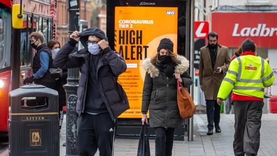 Эксперты заявляют, что жесткие ограничения в Великобритании продлятся как минимум до февраля ИноСМИ