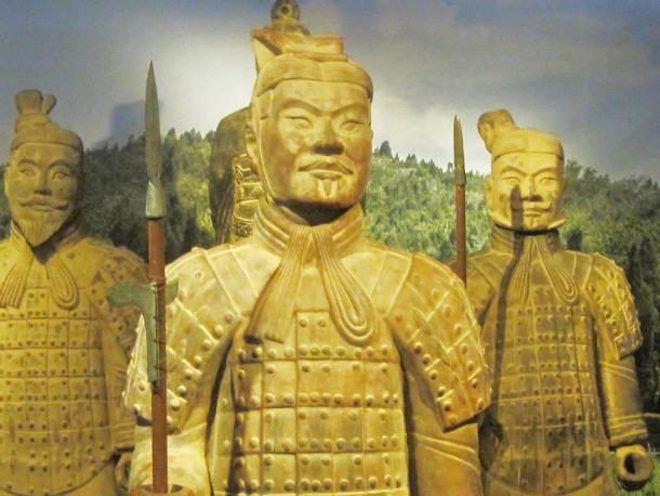 Скульптуры китайских солдат