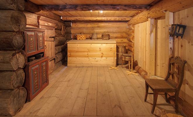Осмотр гигантской бревенчатой избы Севера: дому больше 100 лет, и он построен без единого гвоздя Культура