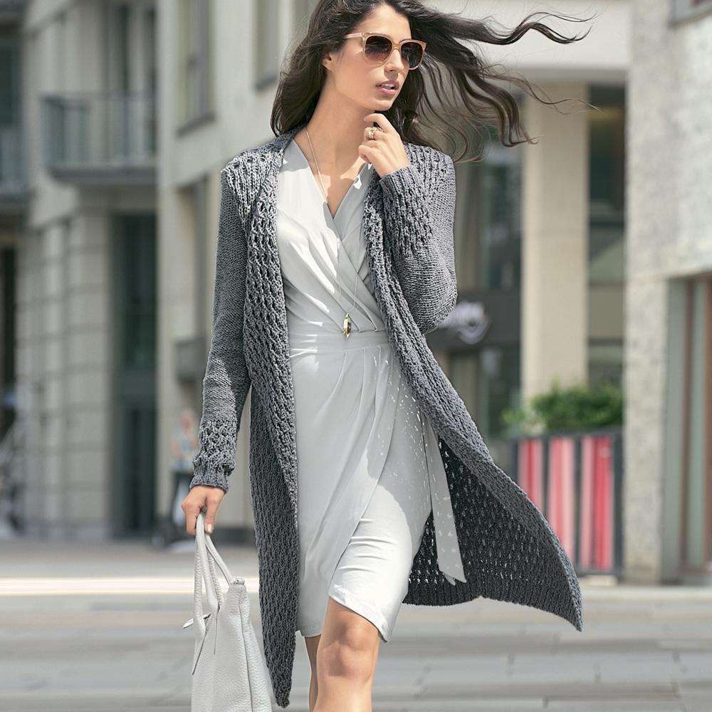Элегантное пальто спицами с рельефным узором