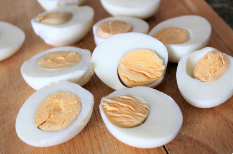 Беру обыкновенные яйца и готовлю необычную, вкусную закуску. Делюсь рецептом