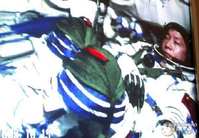 Кто или что стучало по обшивке китайского космического корабля?
