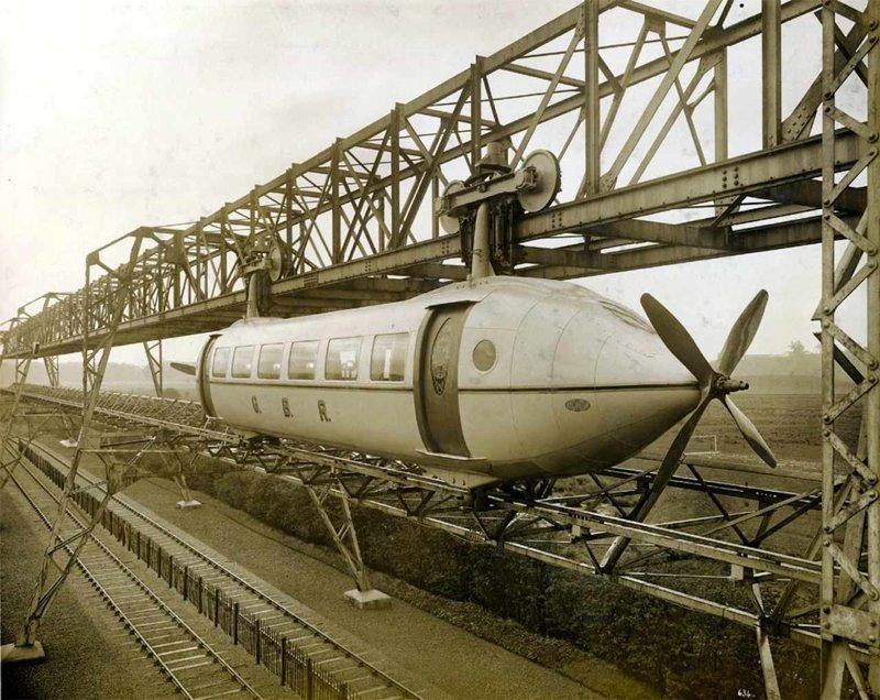 Шотландский изобретатель Джордж Бенни начал разрабатывать гибрид самолета и поезда еще в 1921 году. Восемь лет спустя он смог создать первый прототип - «самолет на рельсах». К сожалению изобретение популярность не приобрело вагоны, железнодорожные, изобретения, поезда, рельсы, факты, фантазии