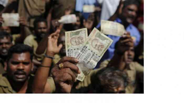 """Финансовые трудности вынуждают власти стран делать необдуманные шаги. В Индии началась """"охота на золото"""""""