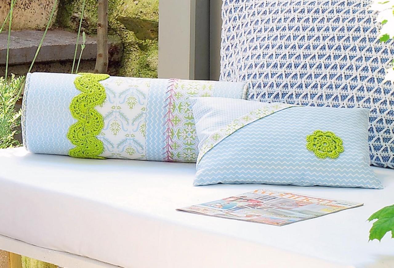 Диванные подушки с вязаным декором. Описание