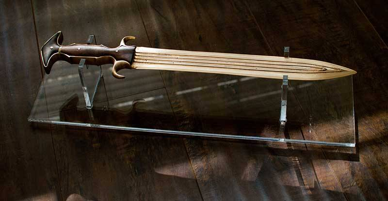 Бронзовые мечи в боях и музеях