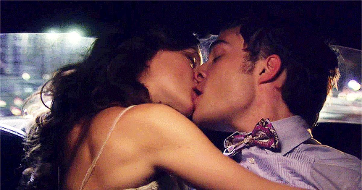 Картинки с поцелуями в губы страстные любимому гифы