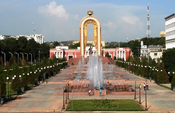Таджикистан кинул камень в и…