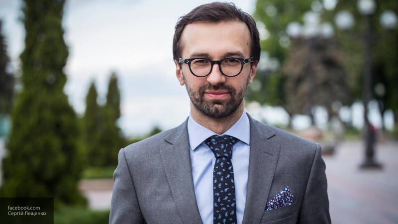 Депутат Верховной Рады пришел на работу в носках с изображением фекалий