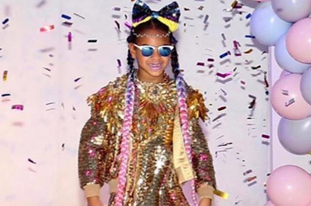Личный стилист дочери Бейонсе и Джей-Зи Блу Айви поделился ее новыми снимками из яркой фотосессии