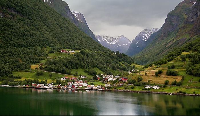 Норвежская деревня, спрятавшаяся во фьорде.