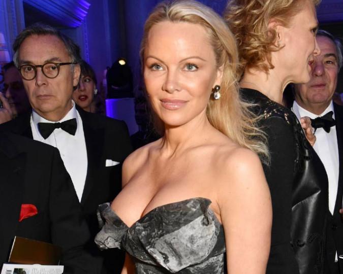 Памела Андерсон удивила всех присутствовавших на приеме  своим внешним видом