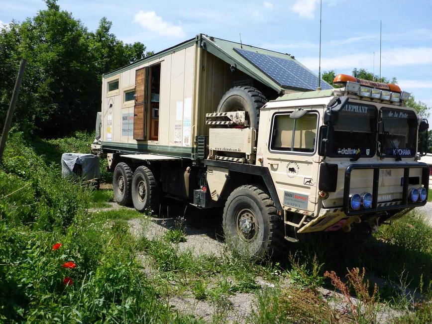 Отличный кемпер на базе военного грузовика MAN