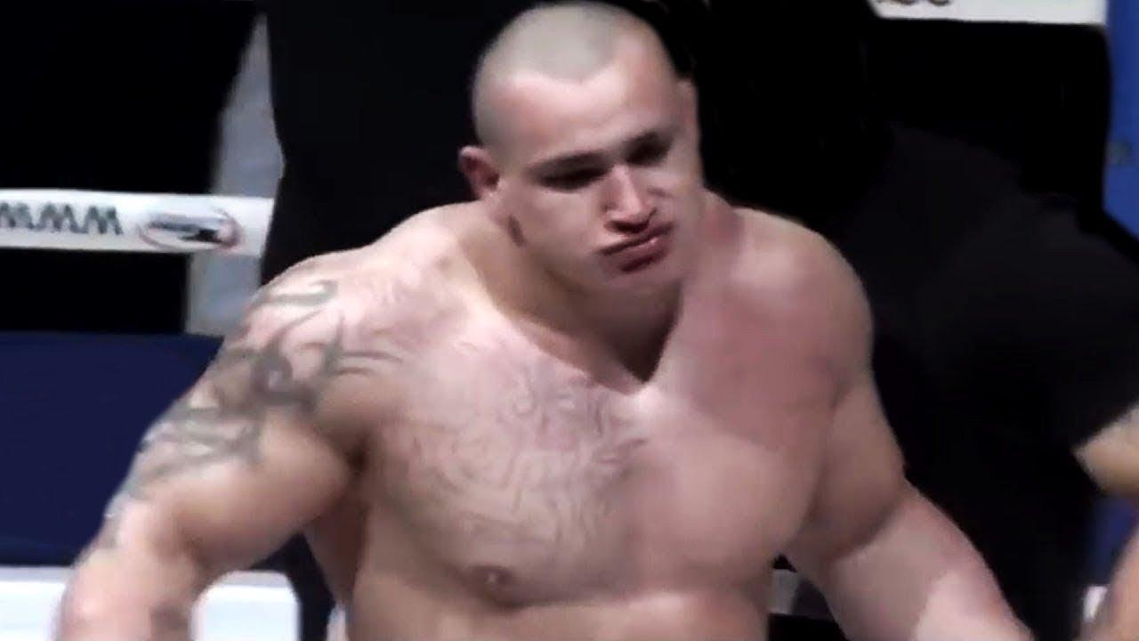 19-летний новичок вышел на ринг и наказал ММА-профи