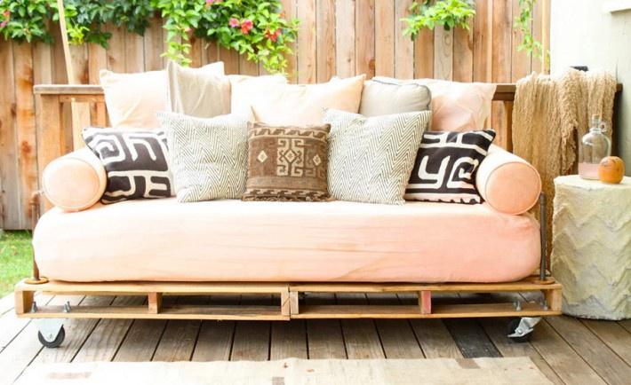 Паллетная мебель на колесиках (подборка)