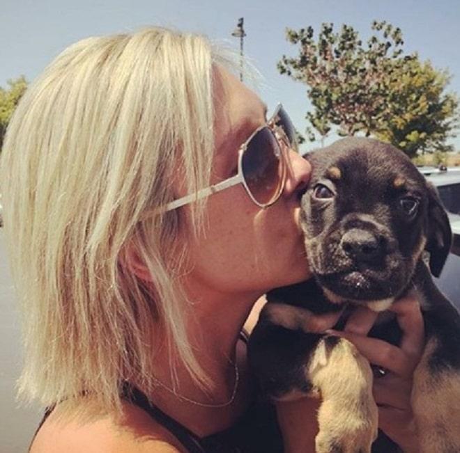 Девушка и щенок