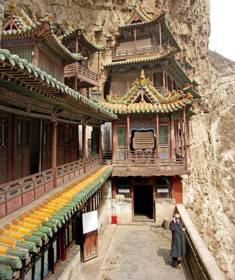 6. Монастырь в скалах Сюанькун-сы, Китай дом, жилье, опасные места, строительство