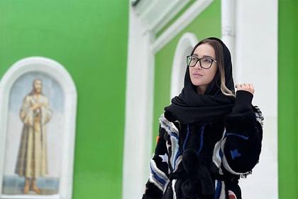 Бузова сходила в храм и извинилась перед поклонниками Интернет и СМИ
