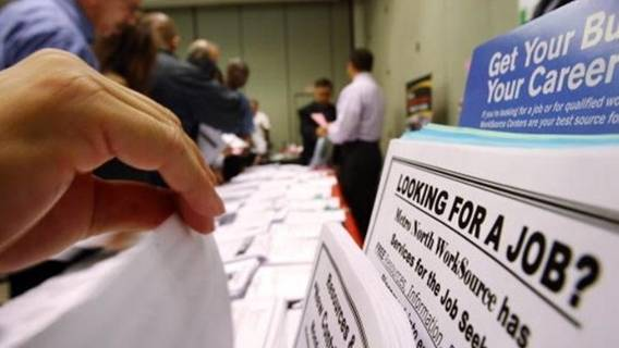 Количество заявок на пособия по безработице в США упало до минимальных значений с начала пандемии ИноСМИ