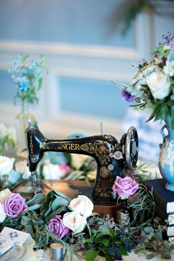 Vintage sewing machine centerpiece / Kristen Weaver Photography