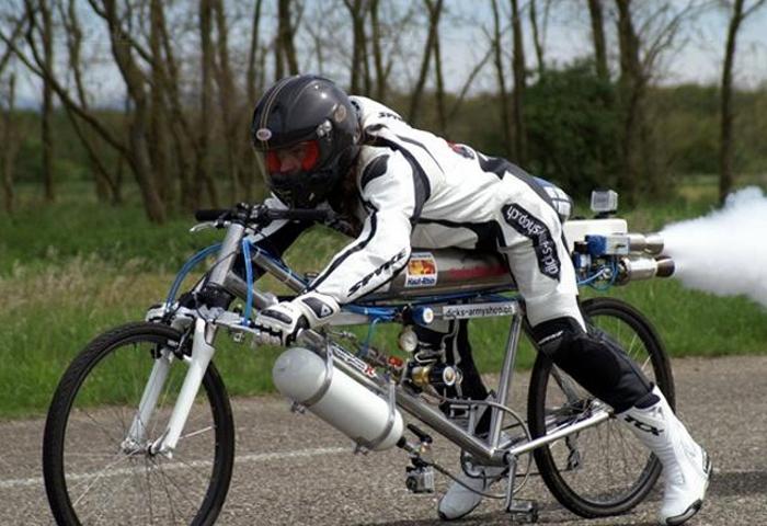 Велосипедист поспорил, что перегонит «Феррари». Водитель авто расхохотался, а потом горько сожалел…