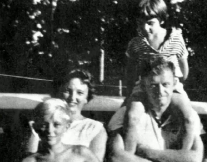 В 1961 году маленькая девочк…