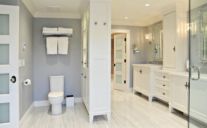 Классический Ванная комната by Enviable Designs Inc.