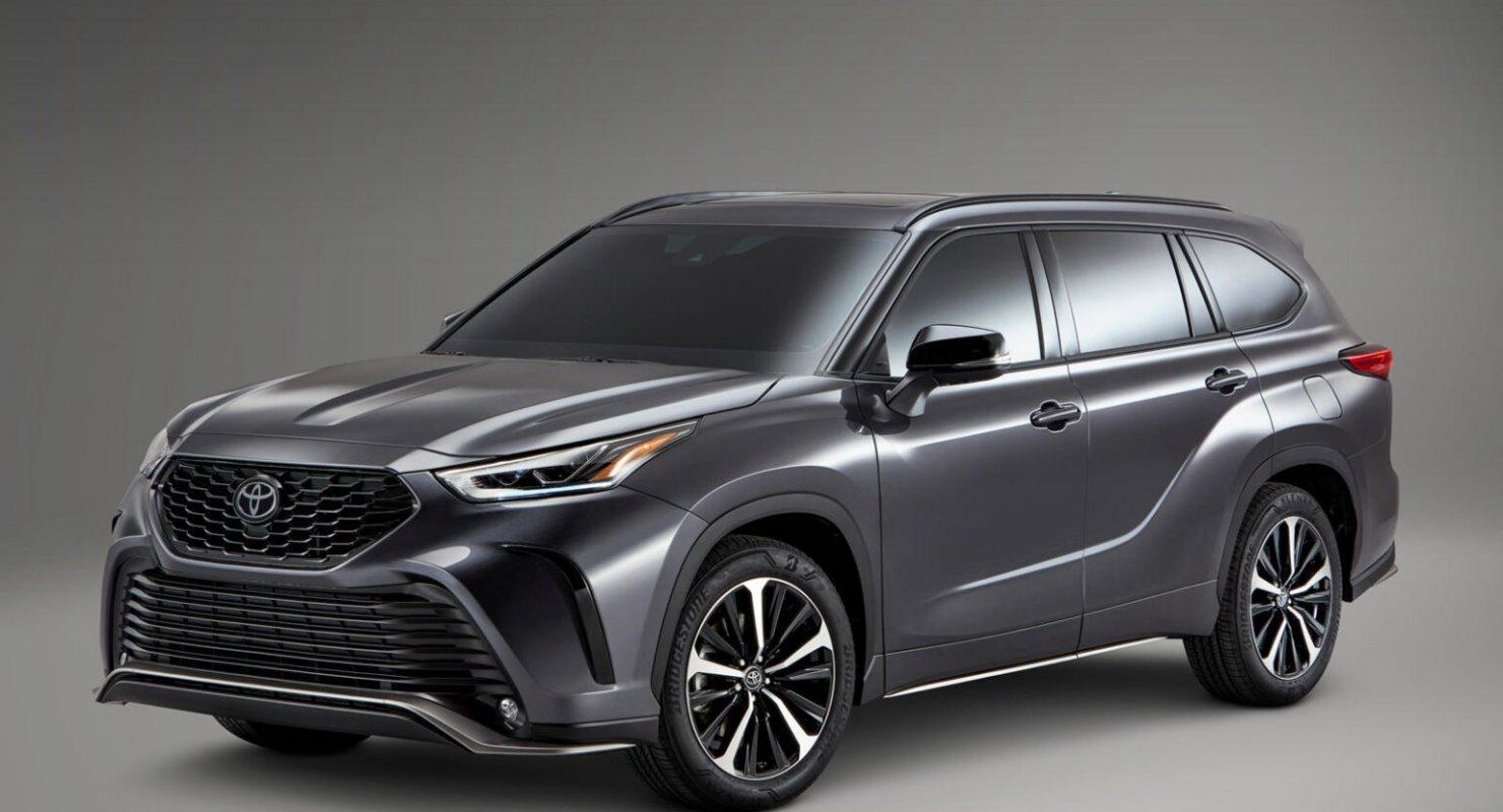 Готова ли Toyota наконец продать Crown в США? Автомобили